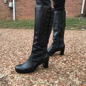 Clarks active air black leather vintage boots